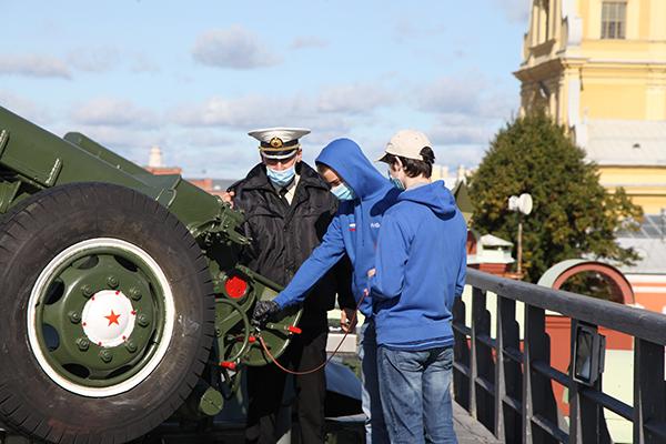 Полуденный выстрел прогремел в честь открытия ММО в Санкт-Петербурге